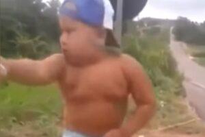Bebé Bailando Reggeton
