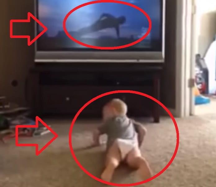 Bebé Imitando A Rocky