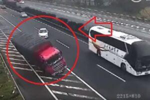 Se Para En Medio De La Autopista Vuelva 2 Camiones
