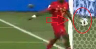 jugador casi evita que marquen un gol